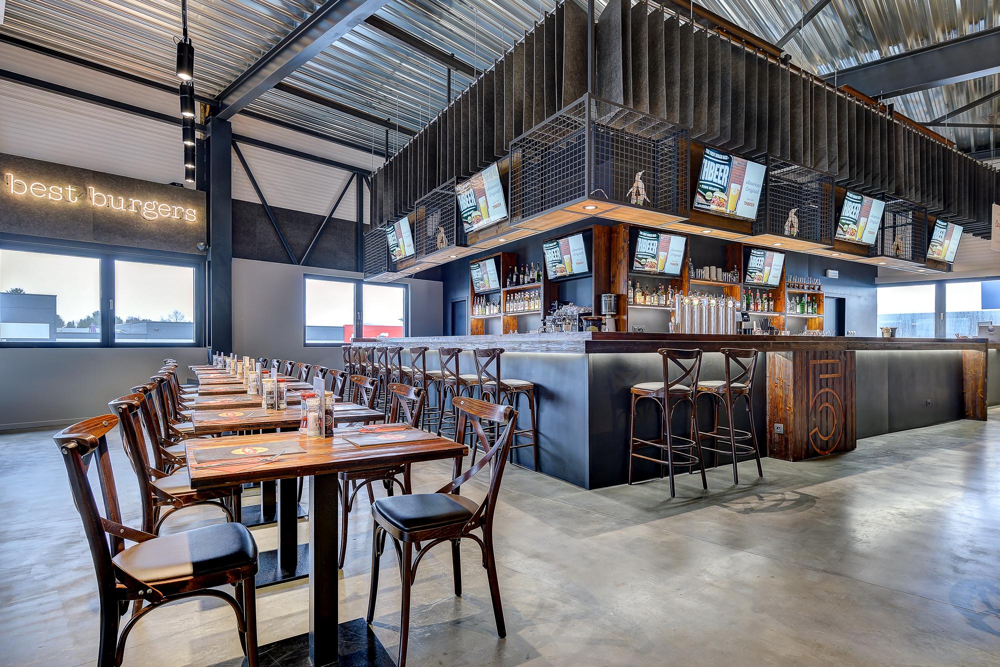 The Huggy's Bar - Awans